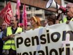 Los sindicatos UGT y CCOO reclaman en Valencia pensiones públicas dignas, en una imagen de archivo.