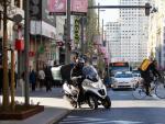 Una motocicleta de reparto en Madrid Central.