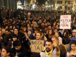 Sentada pacífica ante la Jefatura de Policía de Barcelona en el séptimo día de protestas por la sentencia del procés.