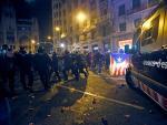 Los Mossos d'Esquadra, cargando contra los radicales en la Via Laietana.