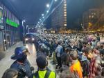 Tensión entre manifestantes de los CDR y los Mossos en la estación de Sants de Barcelona