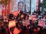 Simpatizantes socialistas celebran los resultados del 10-N.
