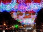 El alumbrado navideño llegará a más zonas de la capital este año.
