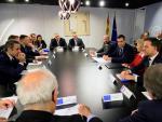 El presidente en funciones, Pedro Sánchez (c-d), durante su reunión con representantes de las instituciones europeas durante la inauguración del COP25 en Madrid.