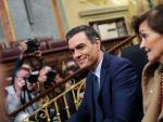 El presidente del Gobierno en funciones, Pedro Sánchez y la vicepresidenta del Gobierno en funciones, Carmen Calvo, en una foto de archivo.