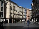 Rodeada de edificios modernistas, esta conocida plaza adoquinada está presidida por la Fuente del Torico