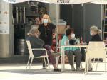 Vecinos de Badajoz salen de terrazas con las altas temperaturas