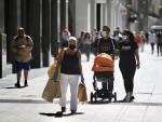 Personas paseando en Madrid