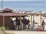 Vista de un chiringuito en la playa de Punta Umbría.