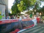 Protesta por la tala de árboles en la ampliación del tranvía de Sevilla.