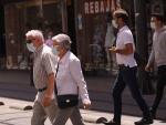 Primer día en el que las mascarillas son obligatorias en Euskadi independiente de la distancia de seguridad. Fotos en Vitoria-Gasteiz