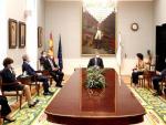 El rey Felipe durante su visita a la sede del Tribunal de Cuentas ayer en Madrid, en la que estuvo presente el ministro de Justicia, Juan Carlos Campo.