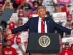 El presidente de los Estados Unidos, Donald Trump, durante su mitin de campaña 'Make America Great Again' este lunes en Florida.