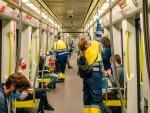 Desinfección en el interior de un convoy de Metrovalencia.