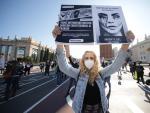 Protesta de trabajadores de los centros de estética, cerrados por la pandemia, en la avenida Maria Cristina de Barcelona.