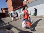 Reparto de alimentos en Cruz Roja de Getafe.