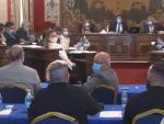 La concejal de Unidas Podemos en el Ayuntamiento de Alicante, Vanesa Romero, ha considerado este viernes durante el desarrollo del pleno municipal que la temperatura establecida para el aire acondicionado en toda la sala suponía un micromachismo ante la mirada incrédula del resto de ediles de la corporación.