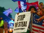 Seguidores de Donald Trump protestan contra los resultados de las elecciones estadounidenses, en Miami, Florida.