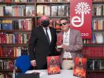 El editor de Edhasa Daniel Fernández y el historiador y escritor José Soto Chica en la entrega del premio Narrativas Históricas Edhasa.
