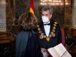 El presidente del CGPJ y del Tribunal Supremo, Carlos Lesmes, con la fiscal general del Estado, Dolores Delgado.