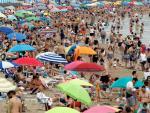 La playa de la Malvarrosa, abarrotada durante el segundo fin de semana de junio.