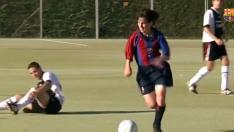 Messi jugando de pequeño en el Barça