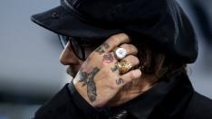 El arriesgado look de Johnny Depp en San Sebastián