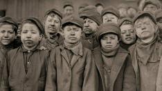 Niños tras trabajar en la mina
