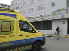 Una ambulancia en la entrada del Complexo Hospitalario Universitario A Coruña, donde un paciente procedente de Madrid está aislado por coronavirus, en A Coruña/Galicia (España) a 4 de marzo de 2020. ENFERMEDAD;VIRUS;PACIENTE;WUHAN;CHINA;COVID 19 M. Dylan / Europa Press   (Foto de ARCHIVO) 4/3/2020