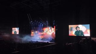 Aparatosa caída de Joaquín Sabina en pleno concierto en Madrid