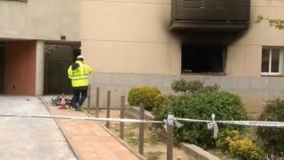 Bomberos trabajando en la zona del incendio.