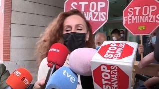 """Increpan a Rocío Carrasco al grito de """"stop feminazis"""" tras declarar en los juzgados contra Antonio David Flores"""