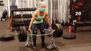 Mary Dufft, una campeona mundial de halterofilia a los 71 años