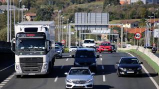 El Gobierno pone fecha a la entrada en vigor de peajes en todas las autovías y dice que subirá el diésel