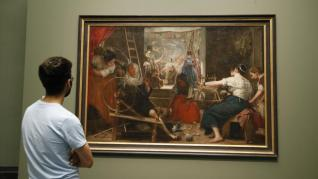 'Las Hilanderas', por primera vez en el Prado tal como lo pintó Velázquez