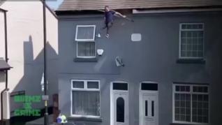 Un narco salta del tejado de su casa tratando de huir de la Policía