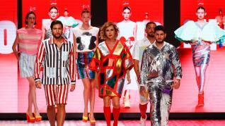 El desfile de Ágatha Ruiz de la Prada con Omar Montes como modelo