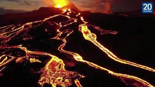 Un volcán entra en erupción después de 800 años inactivo (1)