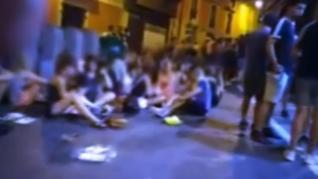 El 'Juevintxo' deja imágenes de botellón y desenfreno en las calles de Pamplona
