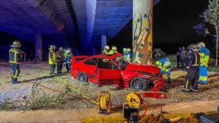 Muere un joven y otro resulta herido en la colisión de su turismo en una rotonda en Alcalá de Henares