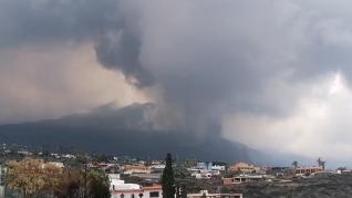 El aumento de la actividad explosiva en Cumbre Vieja abre otra boca eruptiva