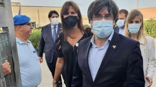 Imágenes del momento en el que Puigdemont sale de la cárcel de Cerdeña