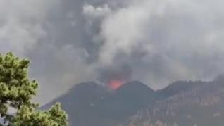 El aterrador momento en el que dos nuevas bocas se abren en el volcán de La Palma