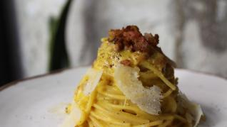 Cómo hacer la salsa carbonara italiana