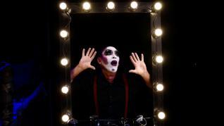 Un artista, veinte personajes y mucha comedia 'esquizofrénica' en 'El Transformimo', de Martin Kent