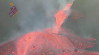 Así se ha desbordado la lava del cono principal del volcán