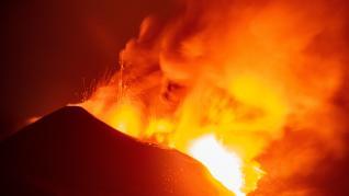 La colada de lava del volcán de La Palma se desborda y los científicos observan una nueva deformación del terreno