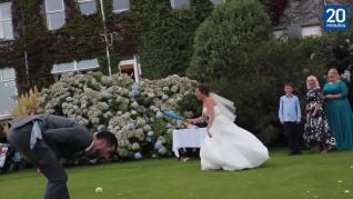 Una novia batea y ¿acierta? de pleno
