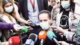 """Uno de los afectados por la colza, tras el encierro en El Prado: """"Si fallezco mi mujer se queda sin pensión y sin nada"""""""