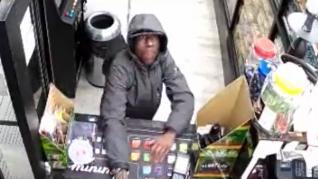 Un atracador intenta robar un estanco y es reducido a golpes por los empleados